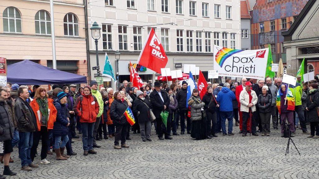 Augsburger Ostermarsch auf dem Moritzplatz