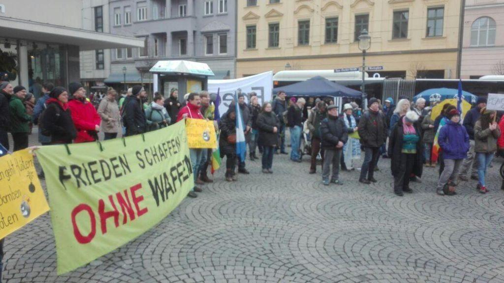 Auftaktkundgebung des Augsburger Ostermarsches