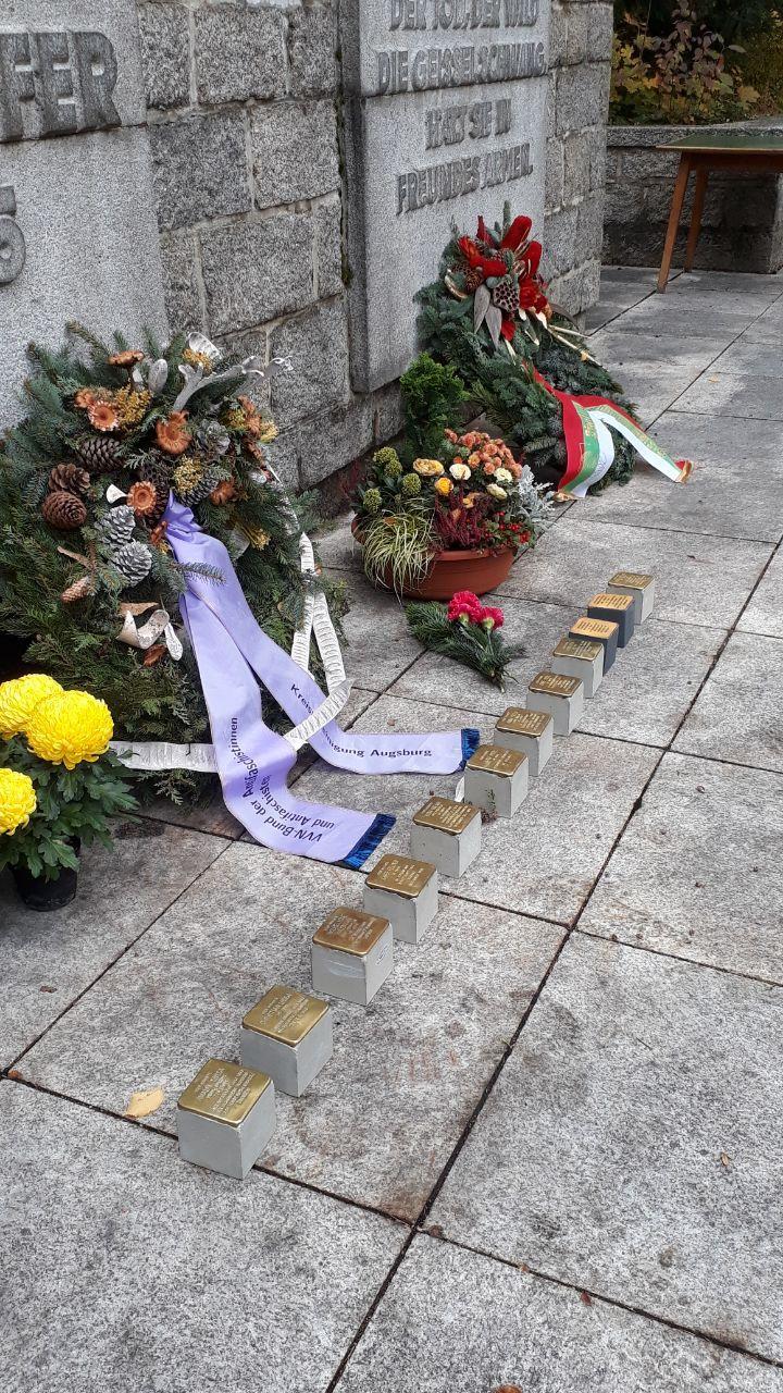 Endlich Stolpersteine für Augsburg – Die Forderung wurde auch bei der Gedenkveranstaltung erhoben. Foto: CS